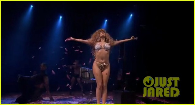 lady gaga debuts new artpop song at itunes festival watch now 062941987