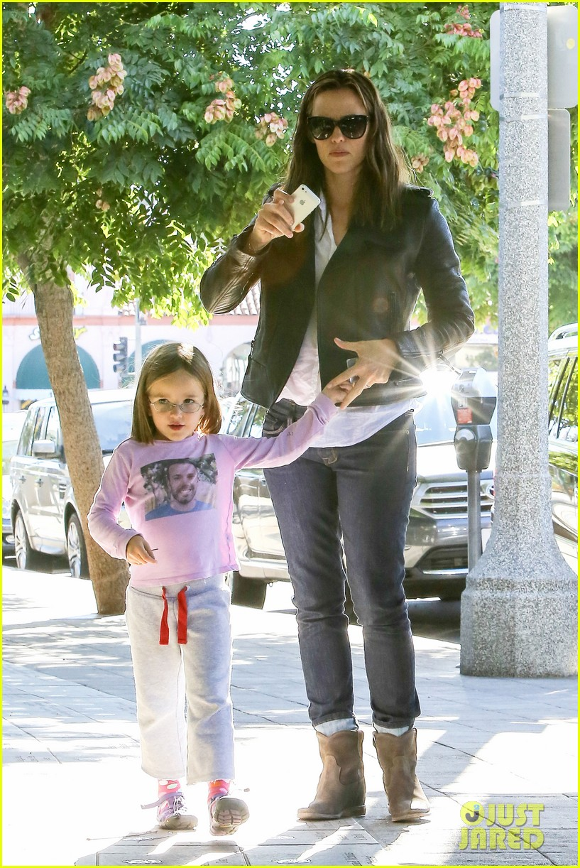 jennifer garner mommy errands with the kids 11