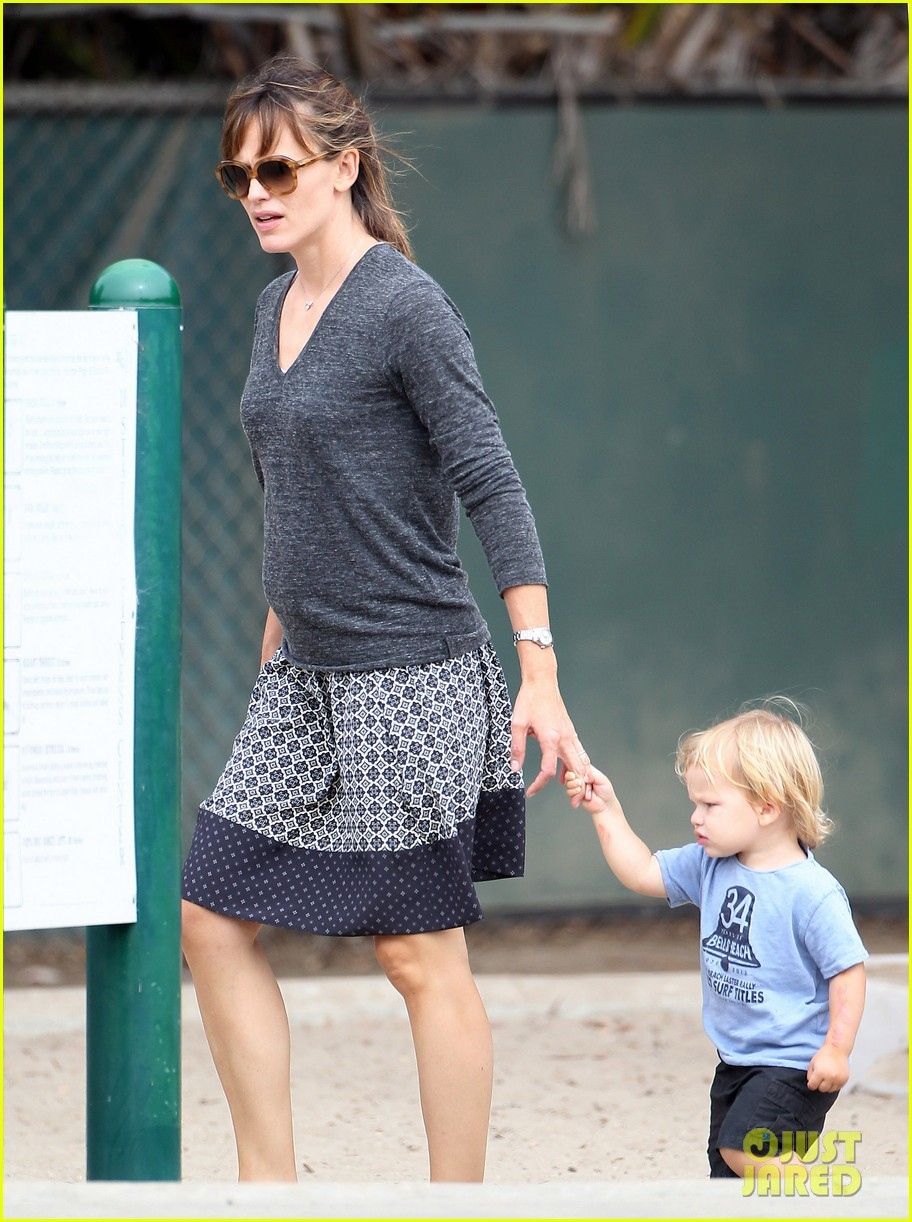 jennifer garner ben affleck separate outings with the kids 06