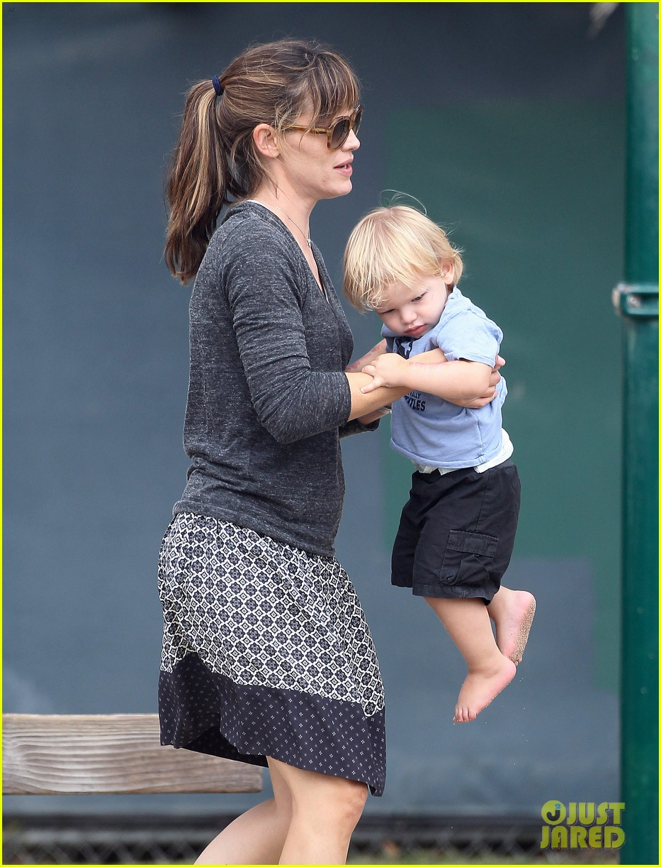 jennifer garner ben affleck separate outings with the kids 07