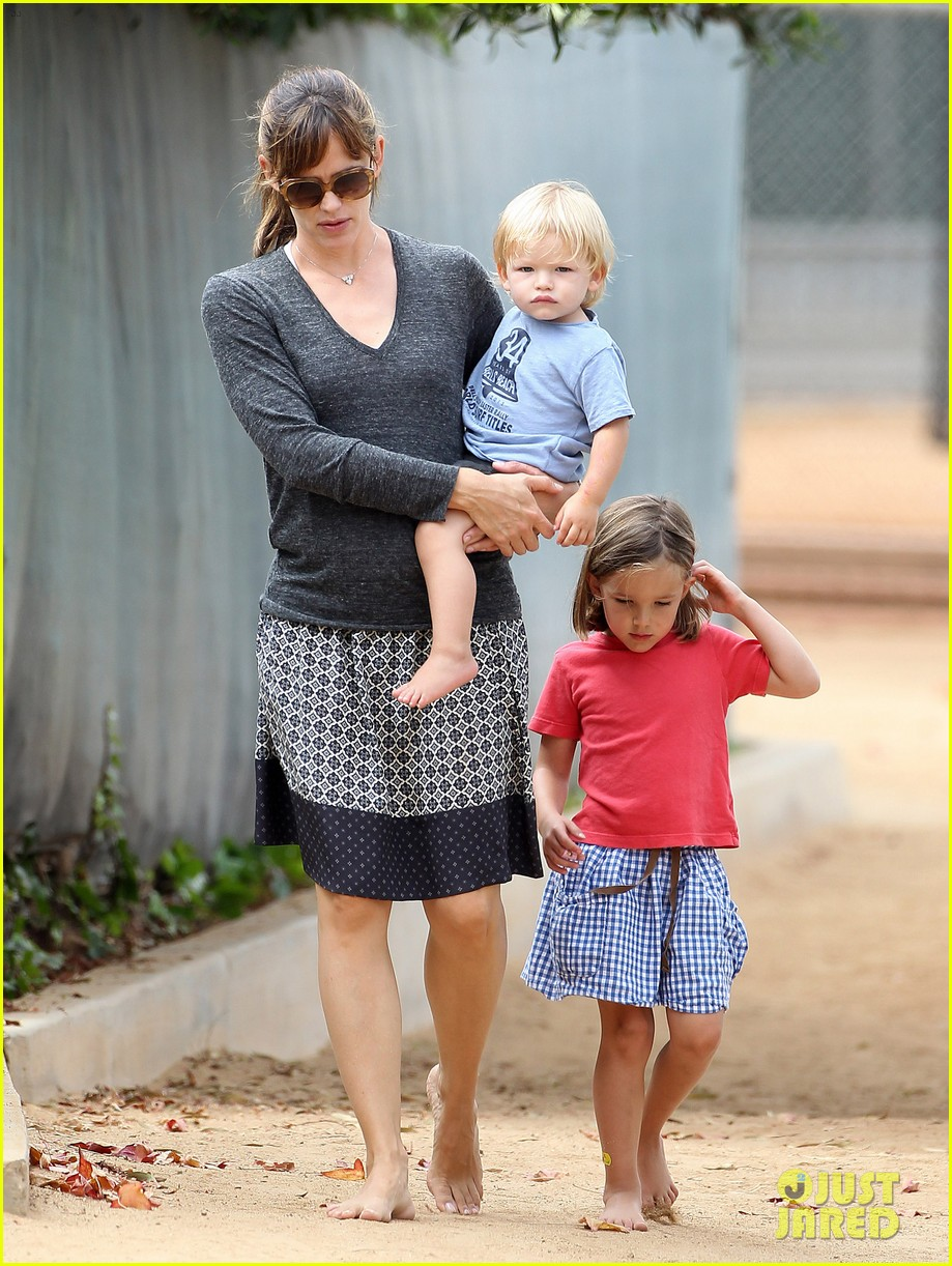 jennifer garner ben affleck separate outings with the kids 082942664