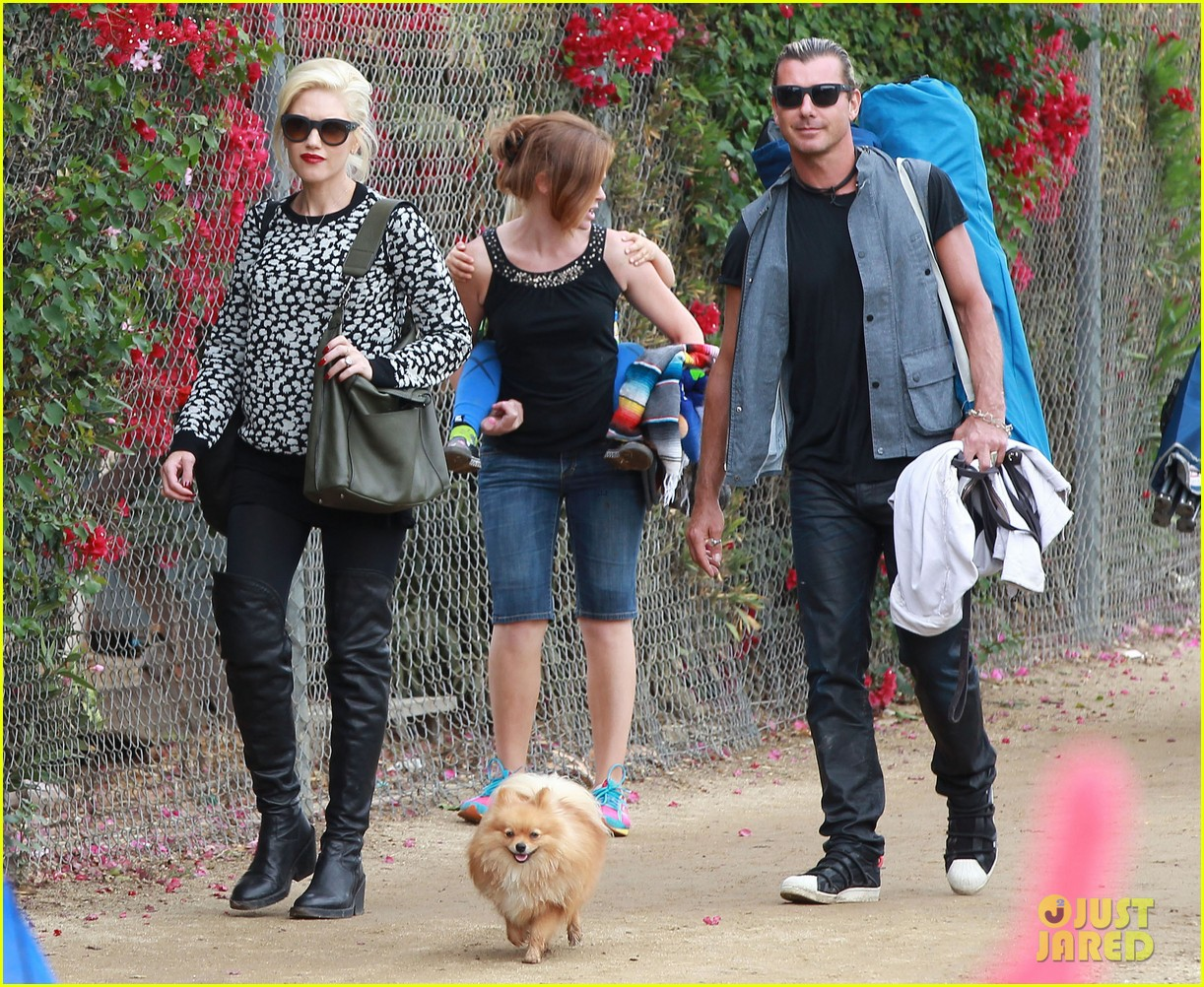 gwen stefani gavin rossdale sit sidelines at kingston soccer game 20