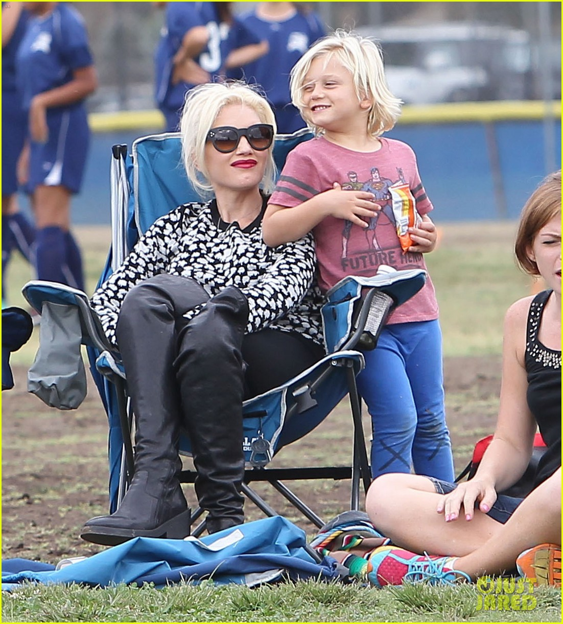 gwen stefani gavin rossdale sit sidelines at kingston soccer game 312957834
