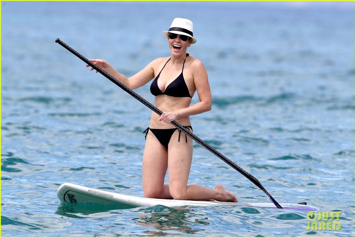 chelsea handler bares bikini beach body in hawaii 07