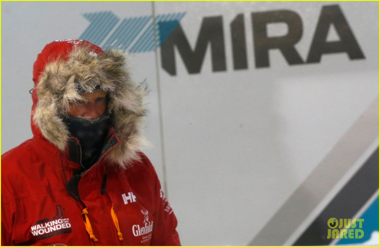 prince harry preps for south pole trip by freezing himself 042954186