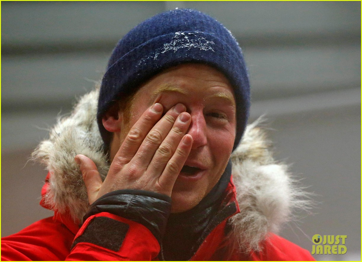 prince harry preps for south pole trip by freezing himself 062954188