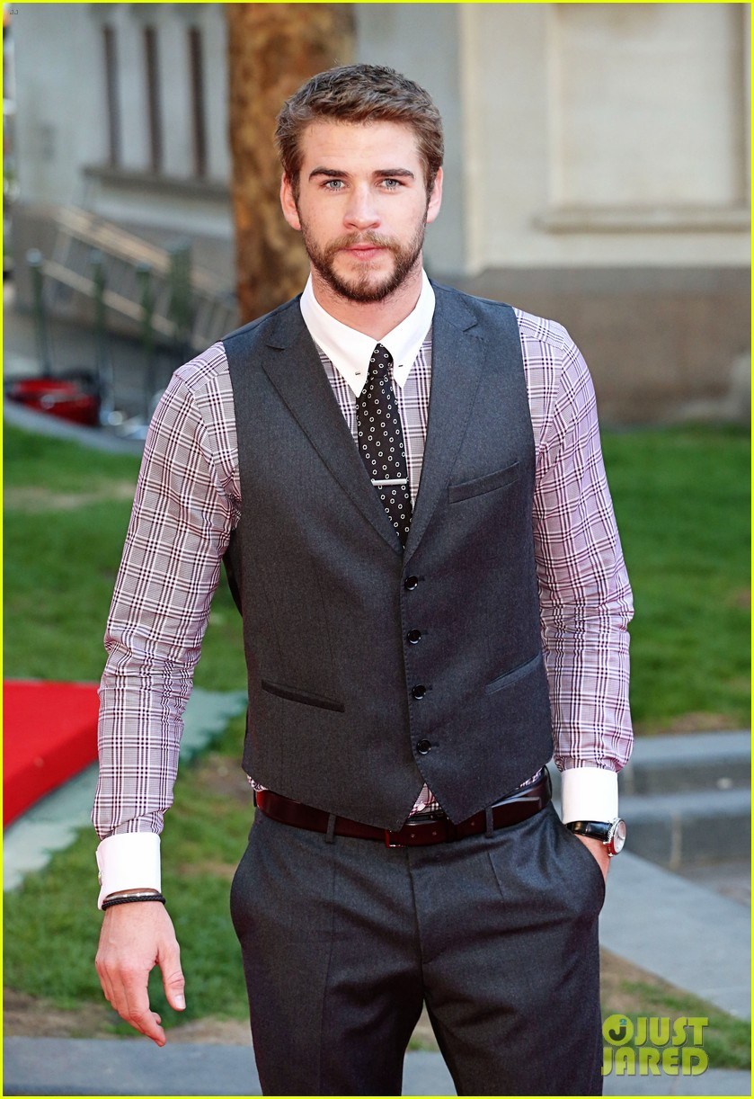 liam hemsworth supports brother chris at rush premiere 03