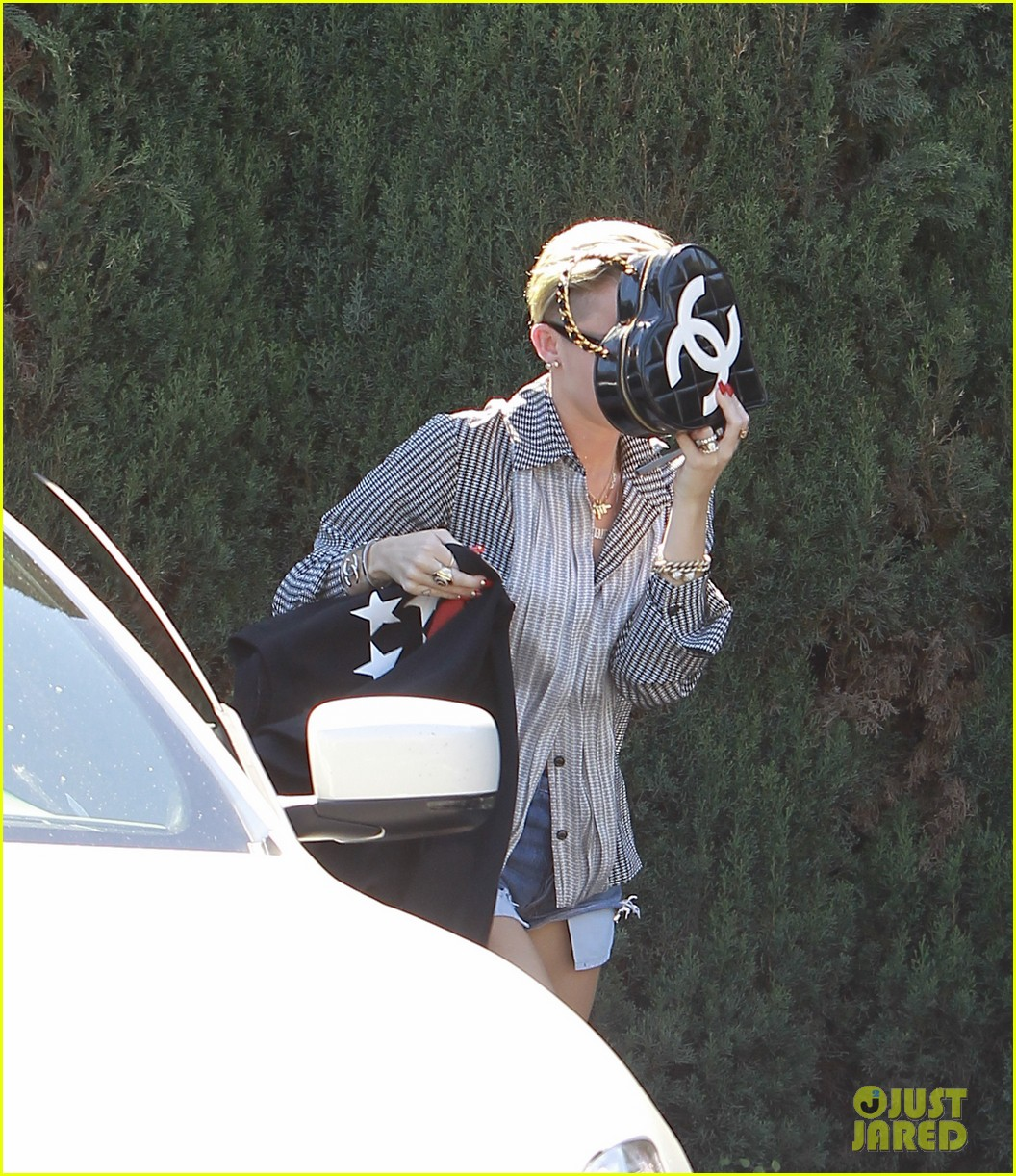 liam hemsworth steps out in london miley cyrus records in l a 06