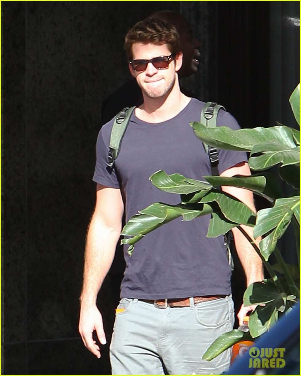 liam hemsworth spotted in atlanta after mockingjay filming begins 062959061