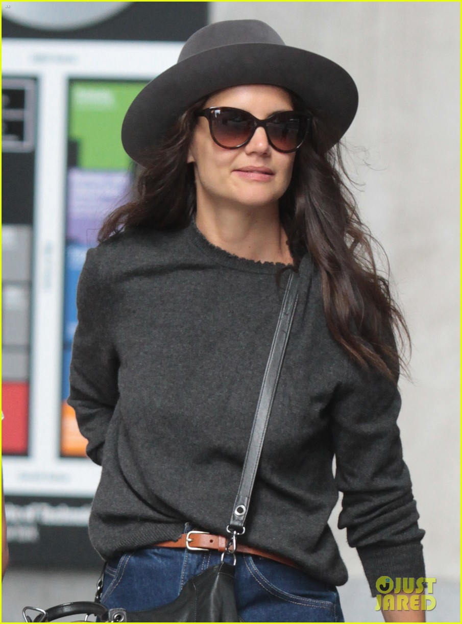 katie holmes likes to make mac and cheese 15