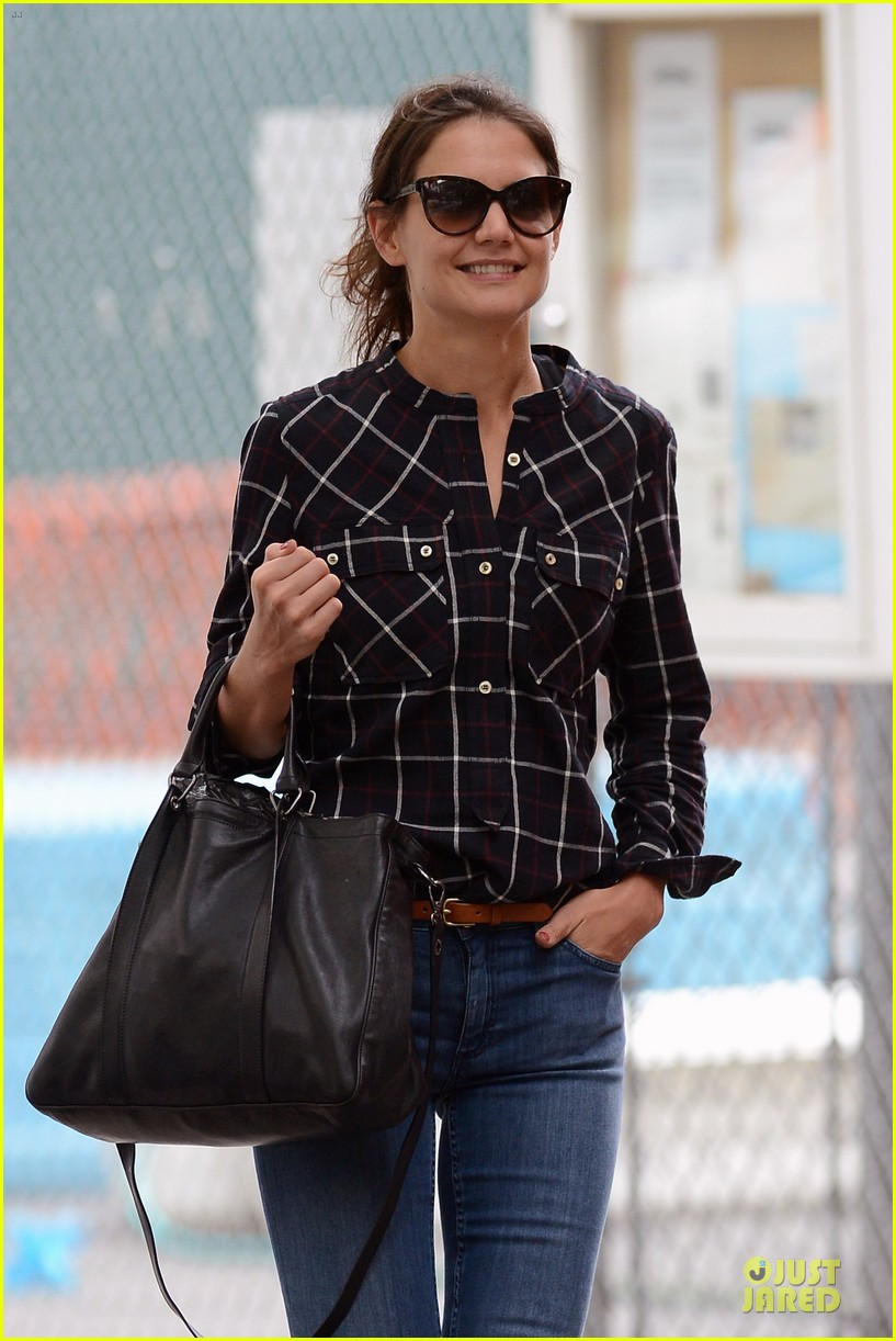 katie holmes wears two outfits to wrap up week 02