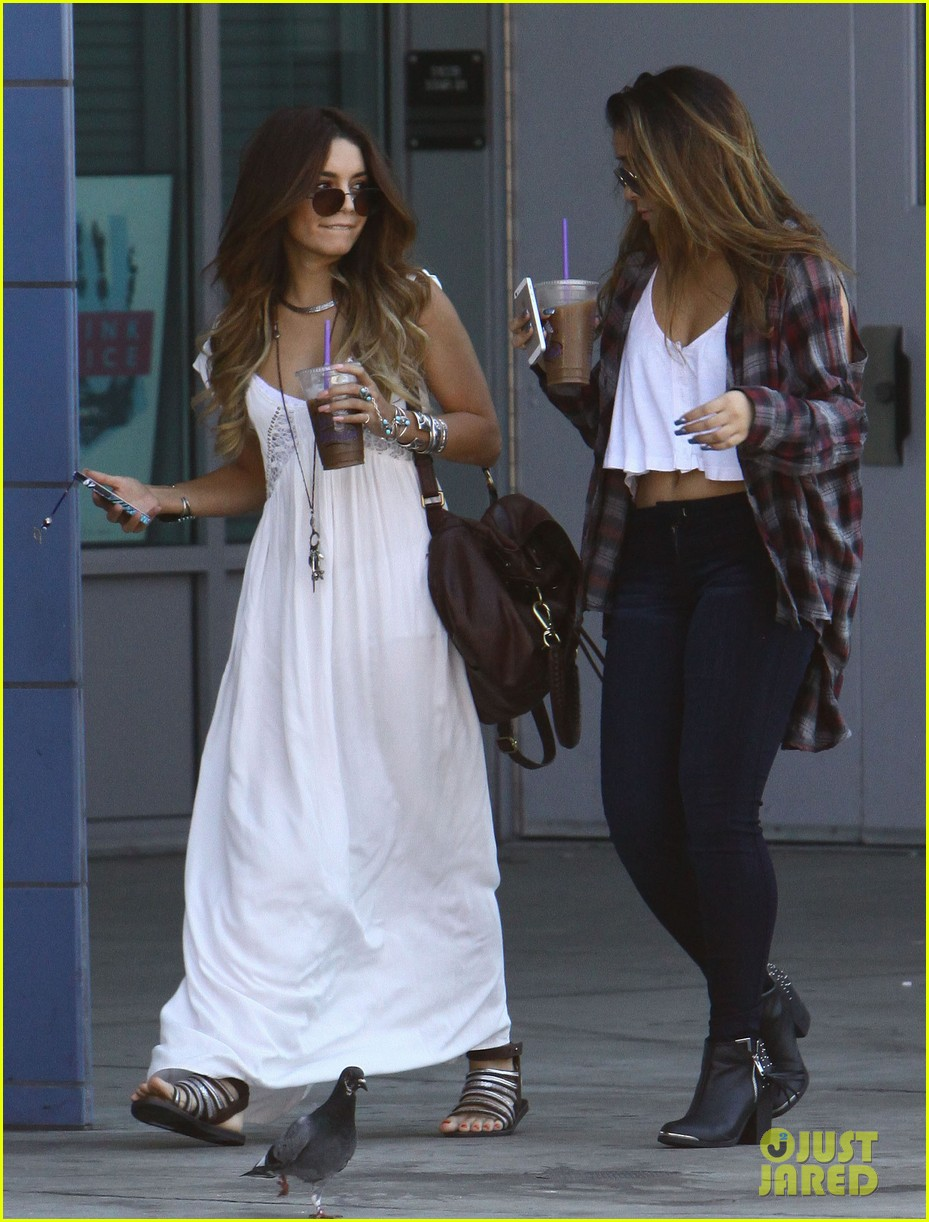 vanessa hudgens spends sunday with stella 012953168