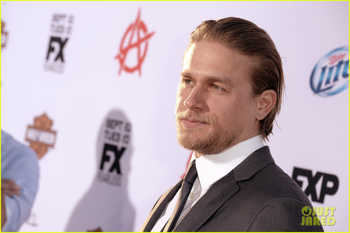 charlie hunnam talks fifty shades of grey for first time 19