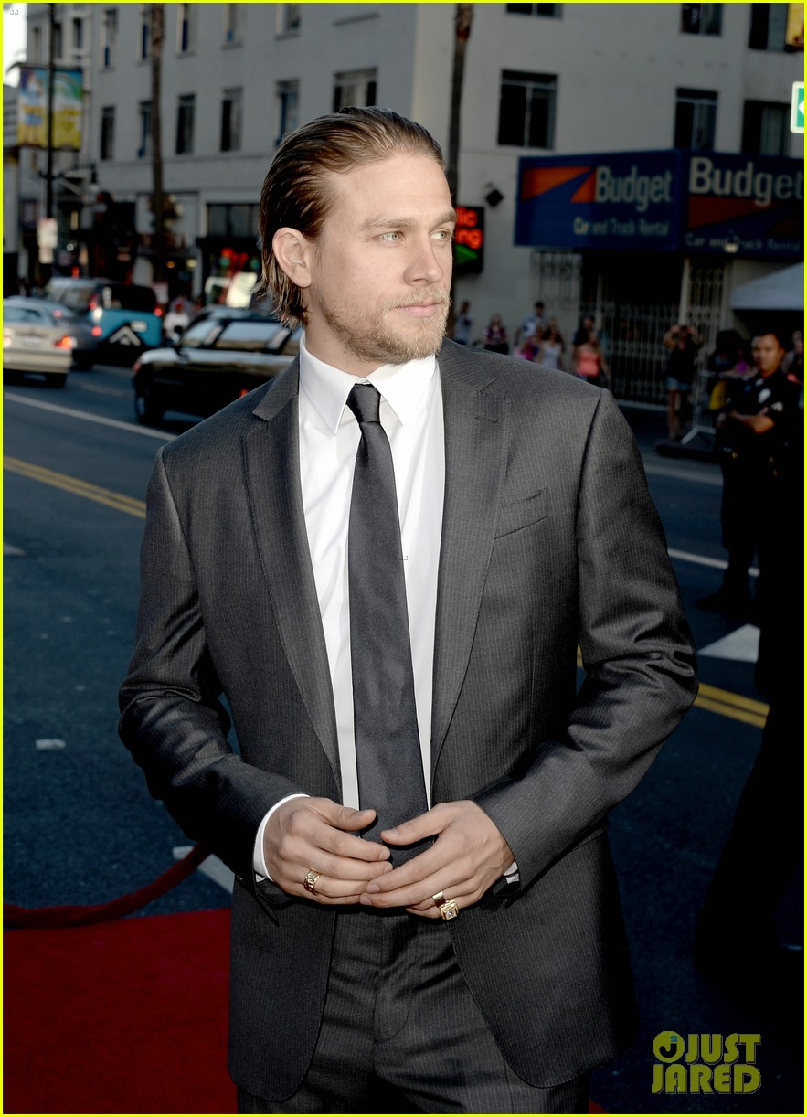 charlie hunnam talks fifty shades of grey for first time 26
