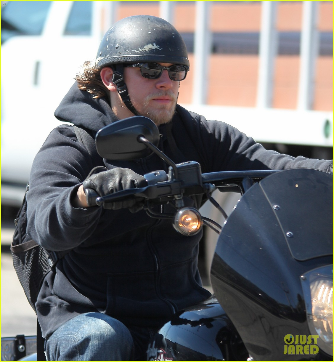 Phenomenal Charlie Hunnam Rides Motorcycle To Work On Sons Of Anarchy Short Hairstyles For Black Women Fulllsitofus