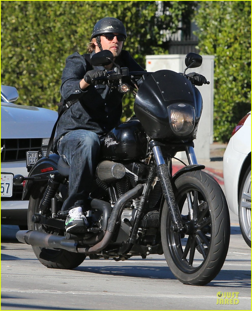 charlie hunnam motorcycle ride on emmys sunday 092958676