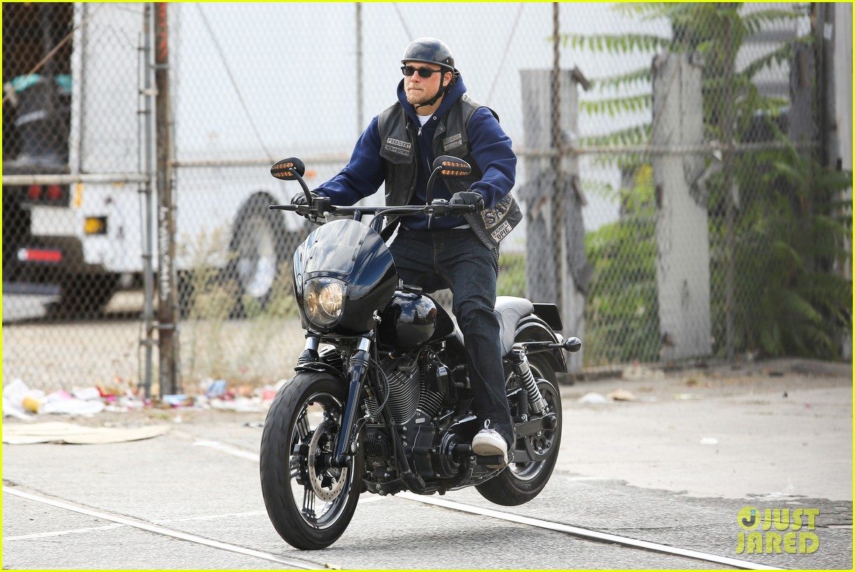 charlie hunnam goes undercover on sons of anarchy set 10