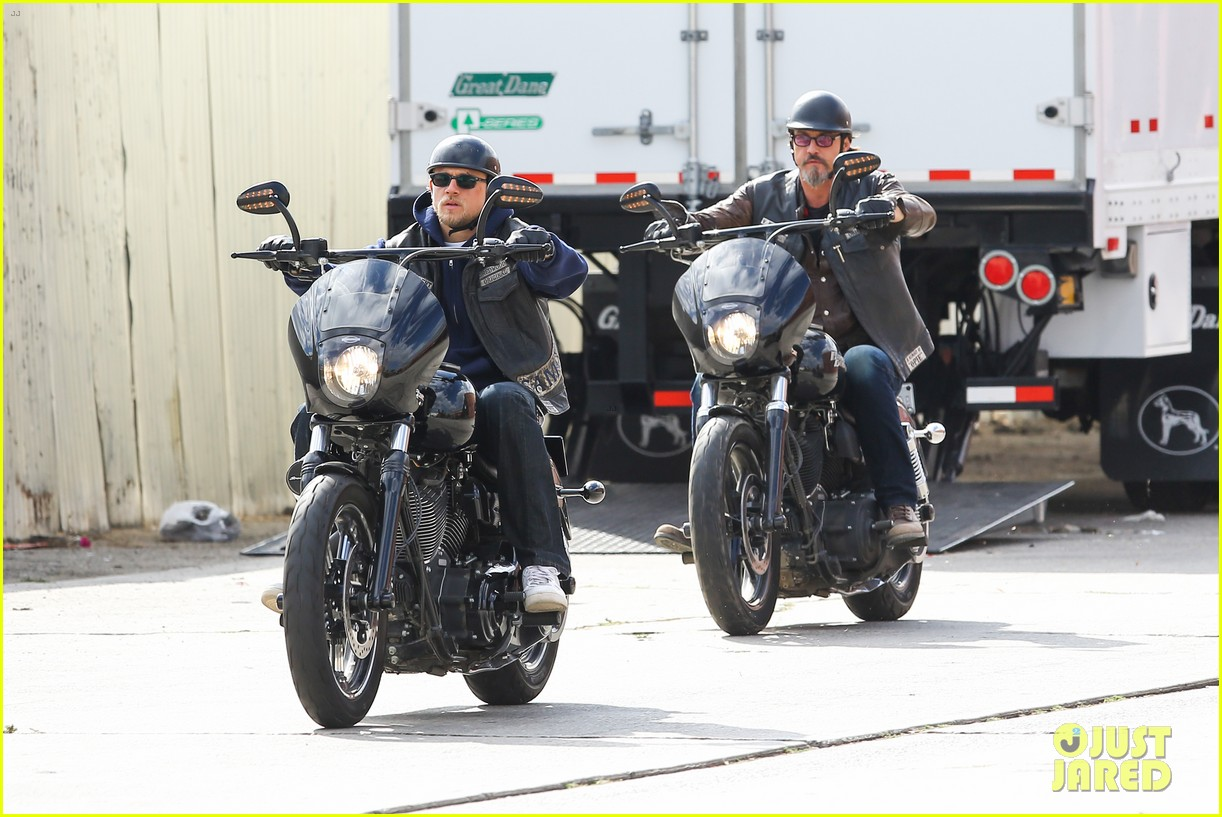 charlie hunnam goes undercover on sons of anarchy set 12