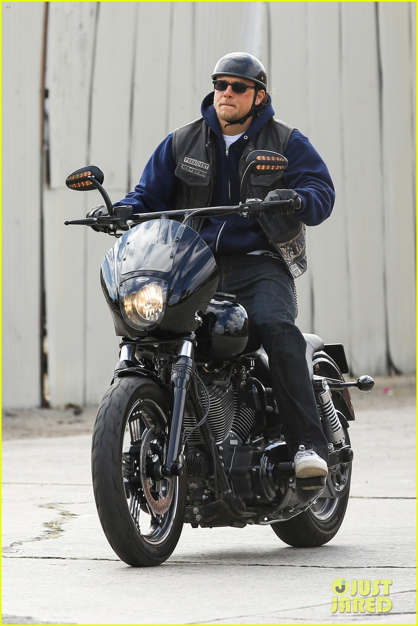 charlie hunnam goes undercover on sons of anarchy set 132960327
