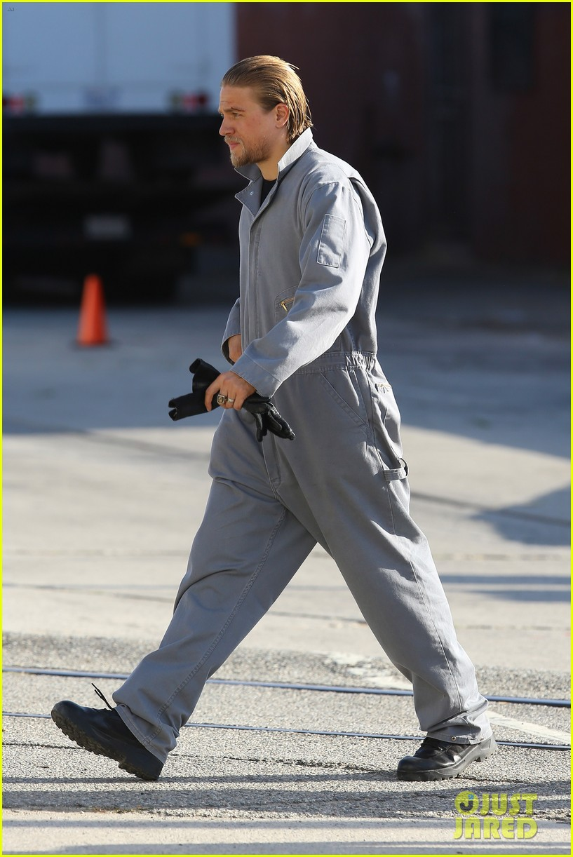 charlie hunnam goes undercover on sons of anarchy set 242960338