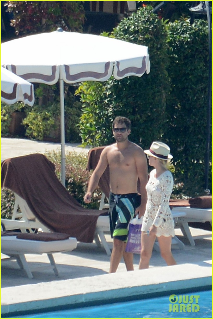 shirtless joshua jackson diane kruger lounge poolside before flights 162944577