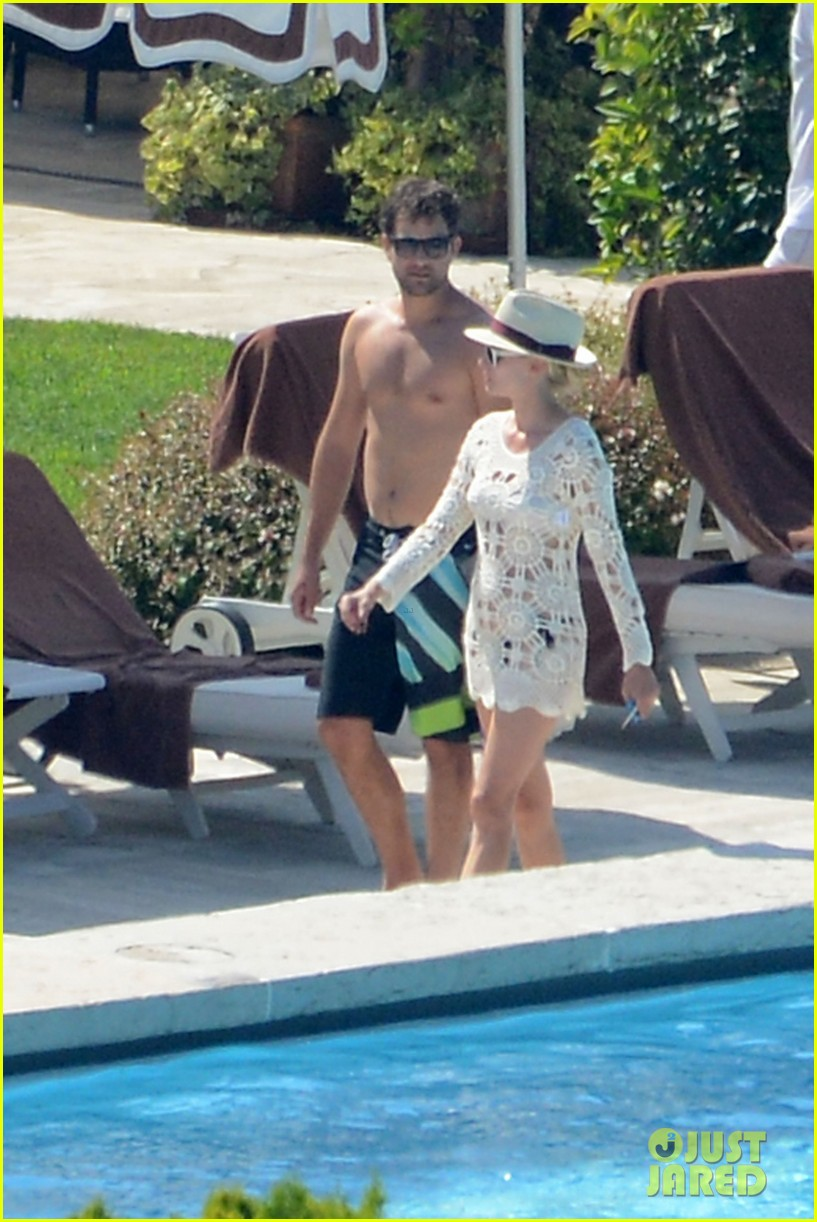 shirtless joshua jackson diane kruger lounge poolside before flights 182944579