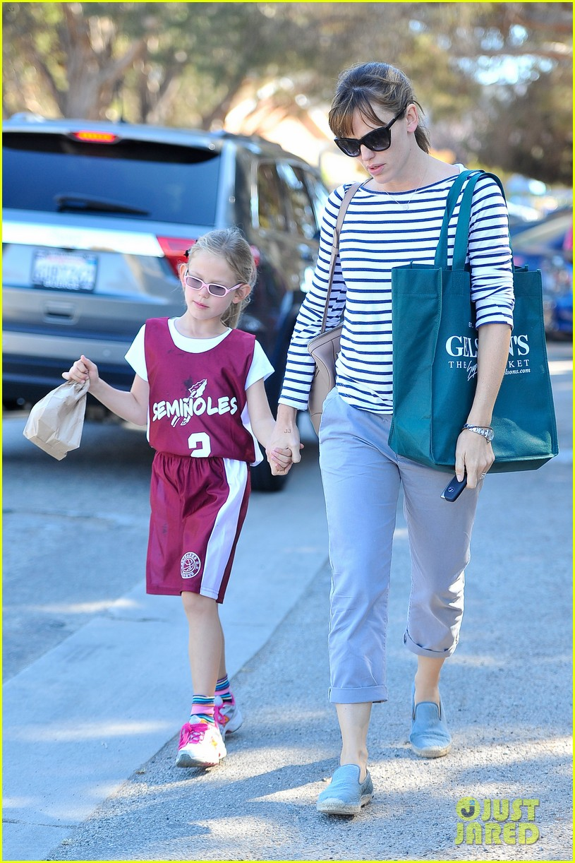 jennifer garner takes violet to her basketball game 242962644