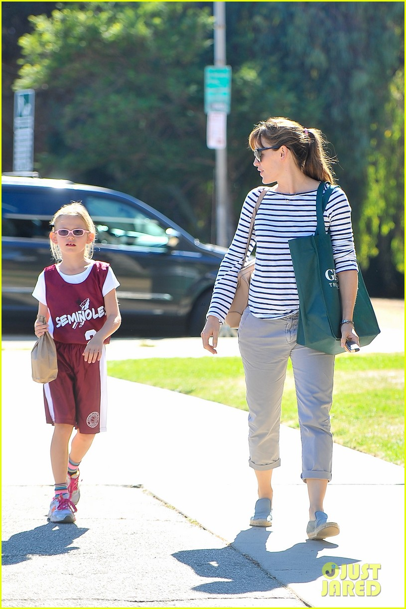 jennifer garner takes violet to her basketball game 262962646