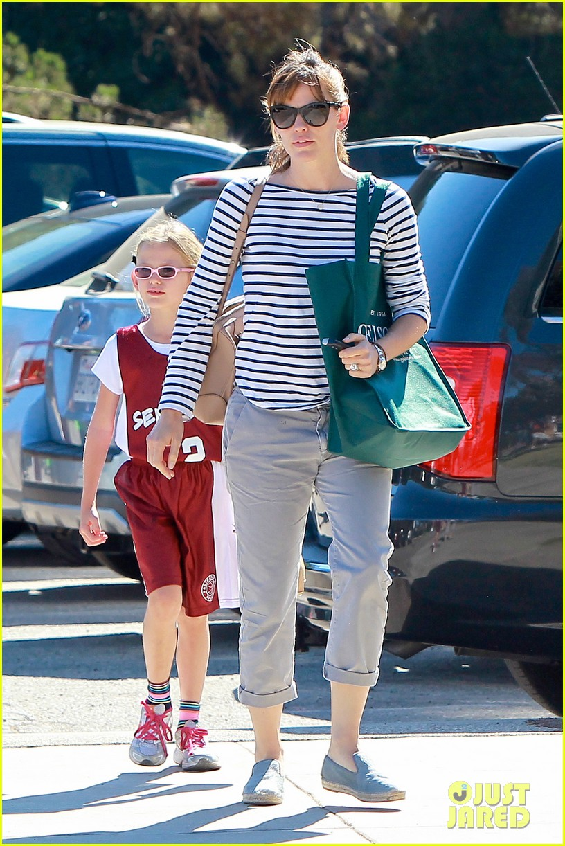 jennifer garner takes violet to her basketball game 322962652