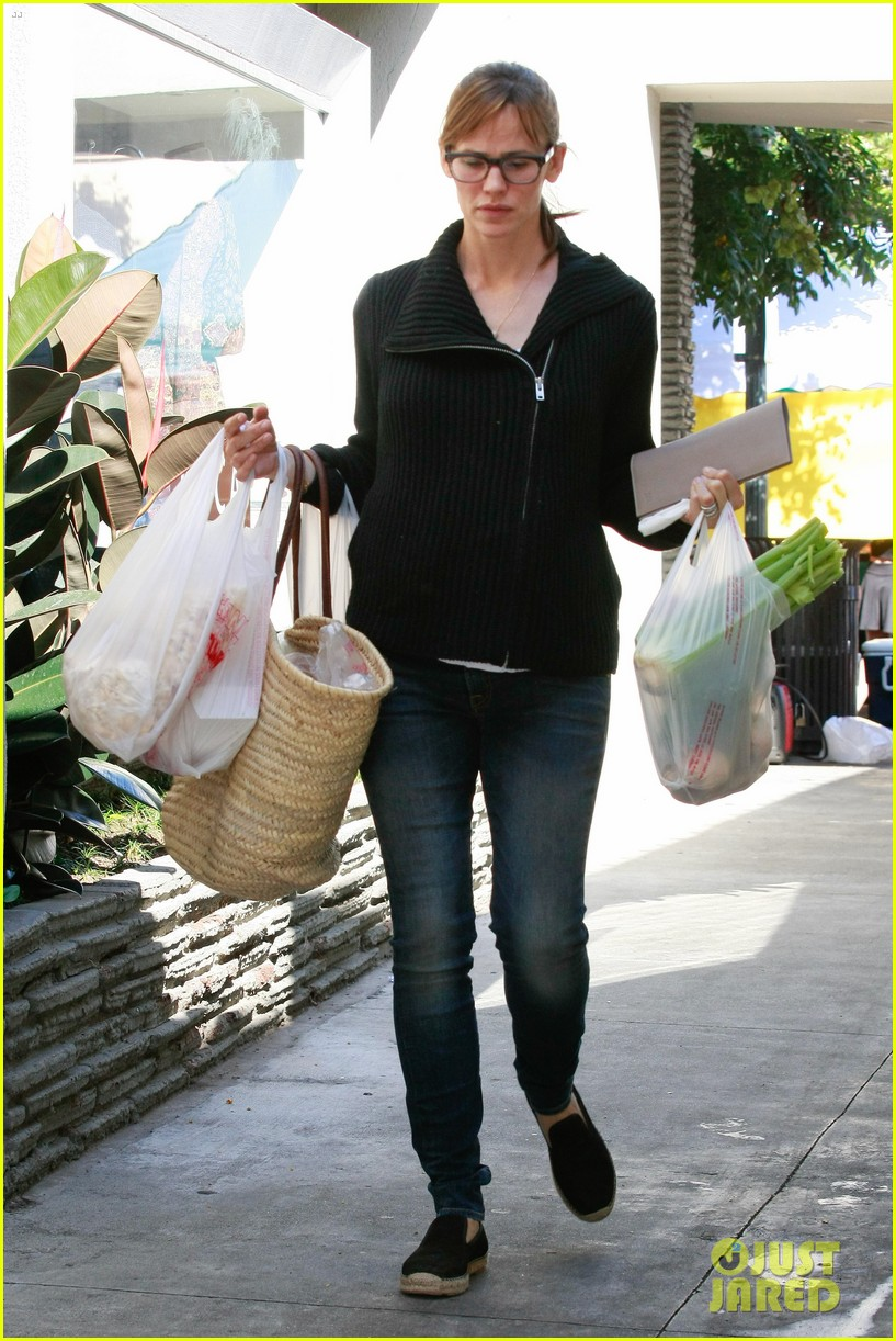 jennifer garner ben affleck mom take kids shopping 05