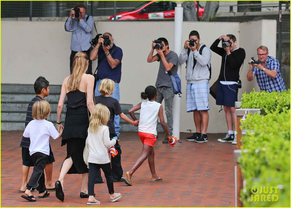angelina jolie kids visit the sydney aquarium 122946301