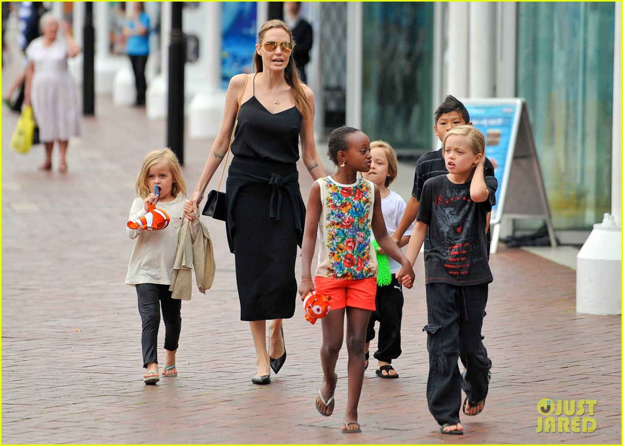 angelina jolie kids visit the sydney aquarium 322946321