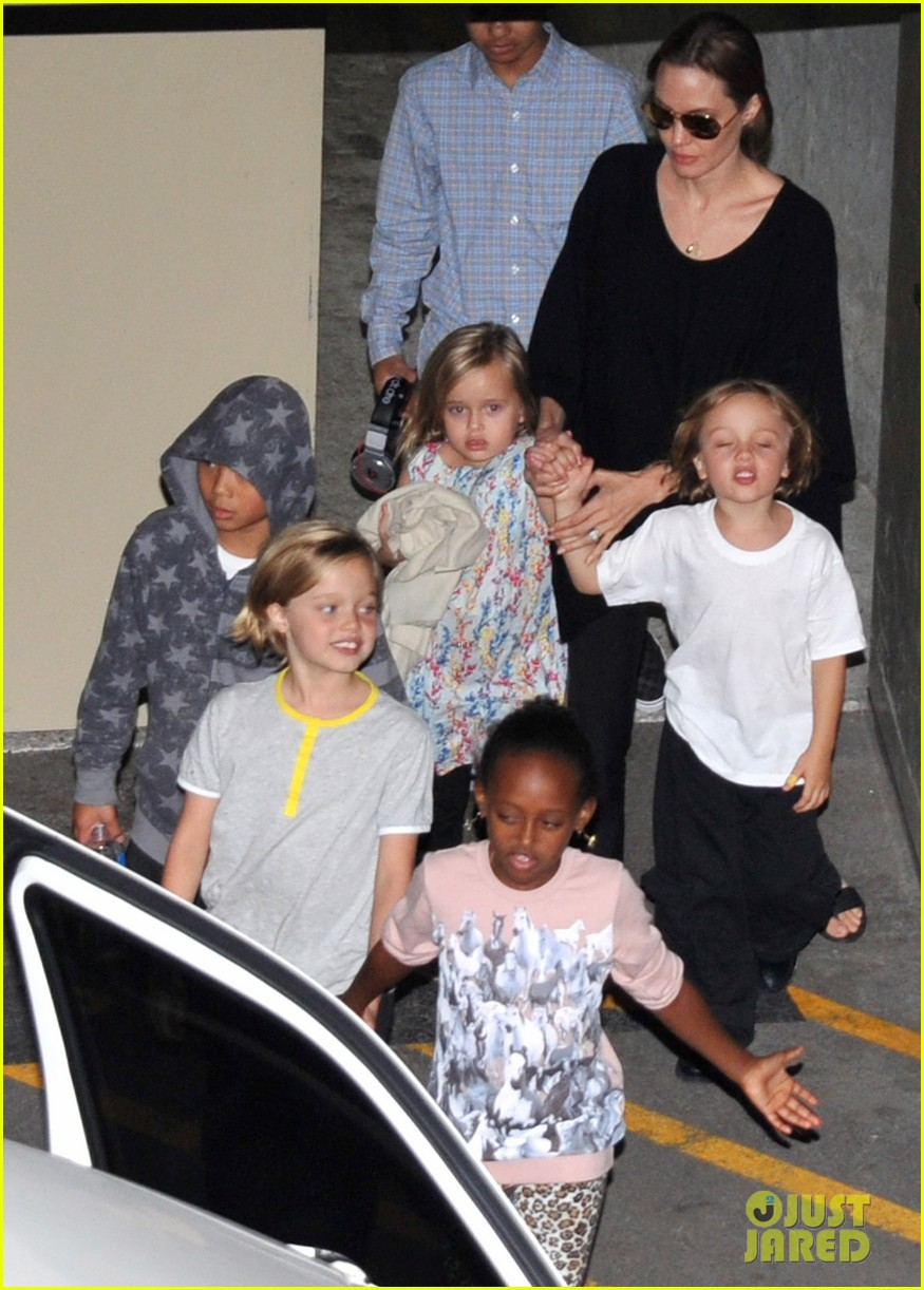 angelina jolie goes bowling in australia with all six kids 03