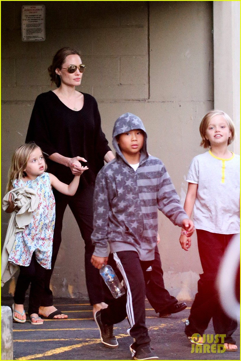 angelina jolie goes bowling in australia with all six kids 06