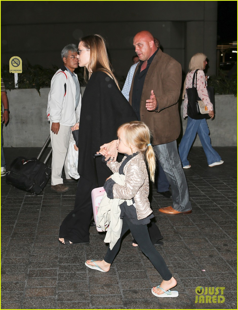 angelina jolie catches a flight with all six kids 20