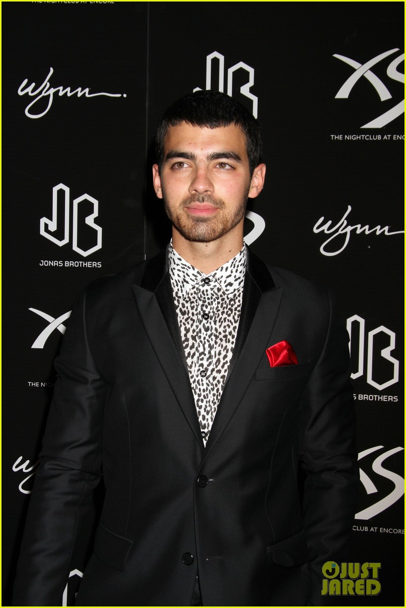 jonas brothers celebrate nicks 21st birthday at xs 04