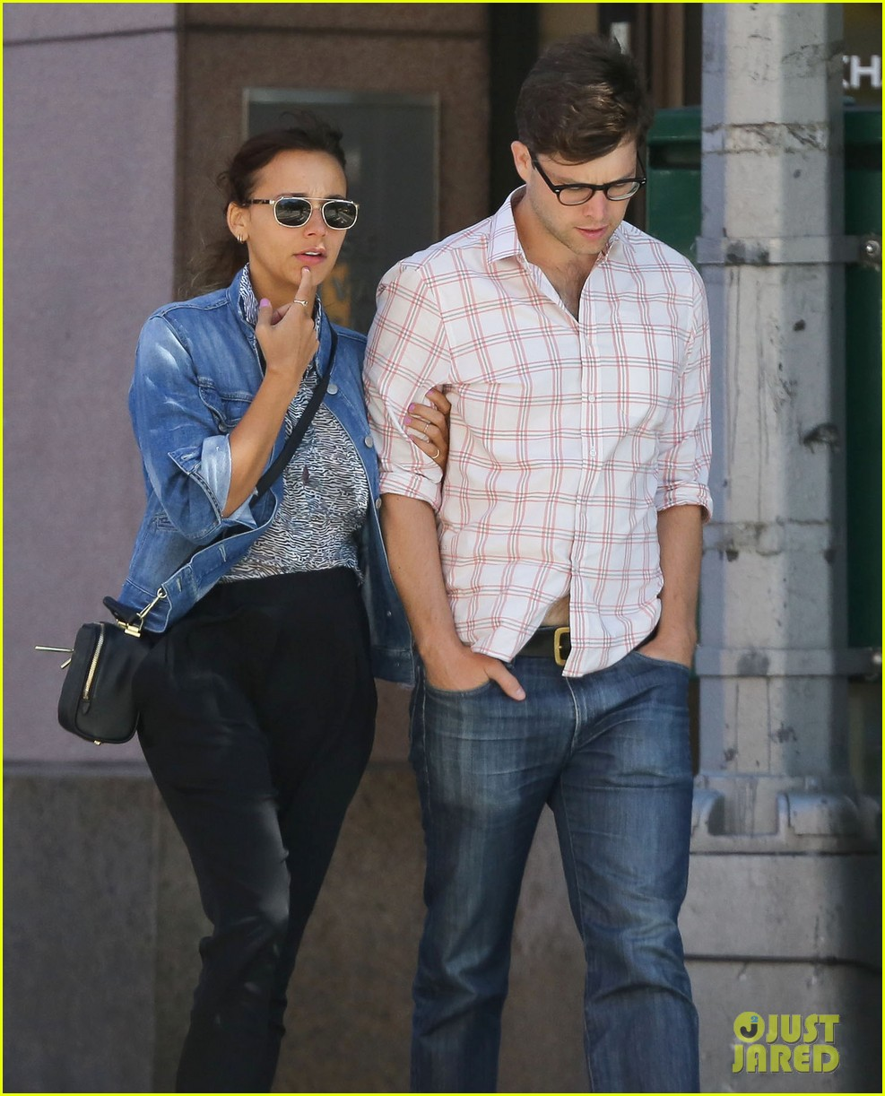 Full Sized Photo of rashida jones walks arm in arm with ... Tobey Maguire 2017