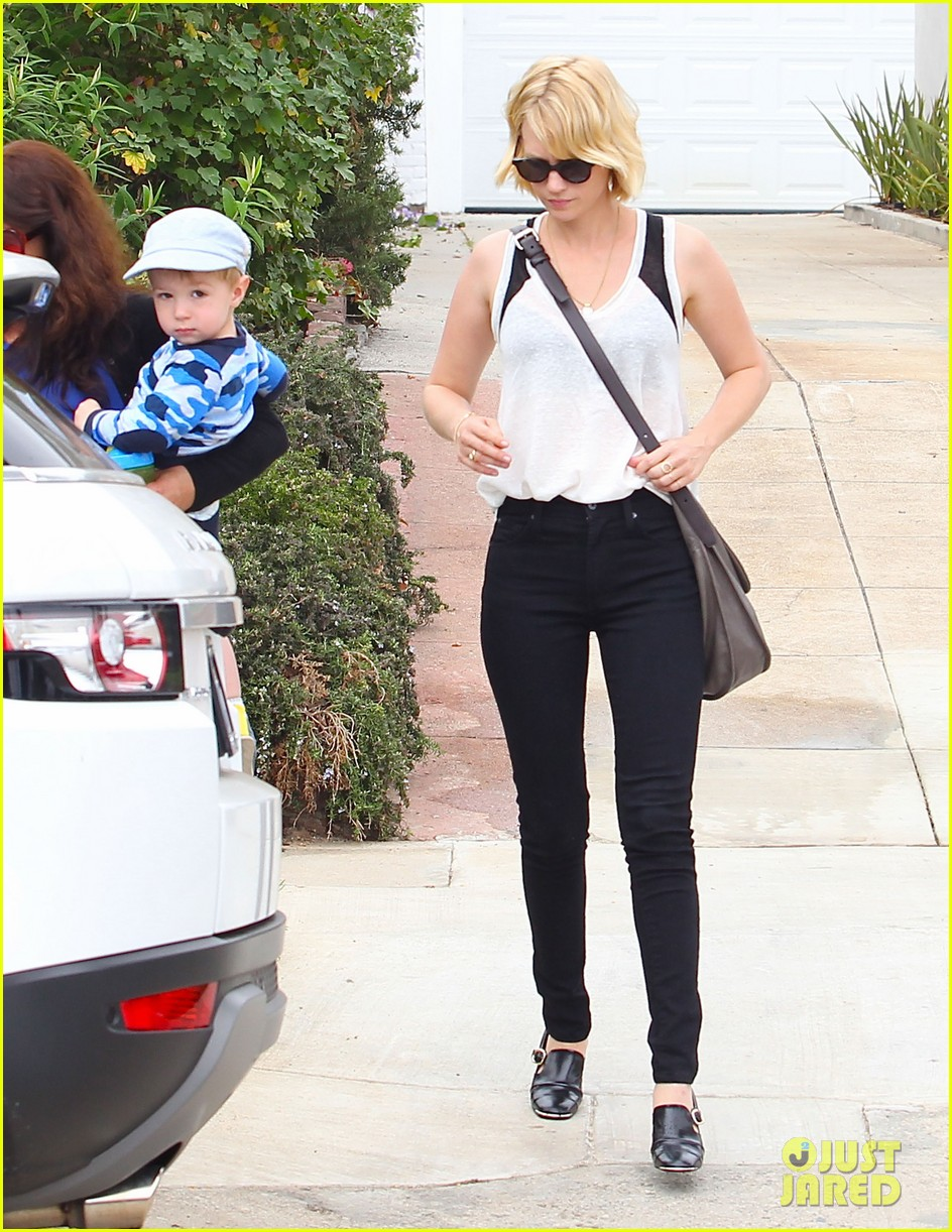 january jones hangs with xander after untrue liam hemsworth rumors 04