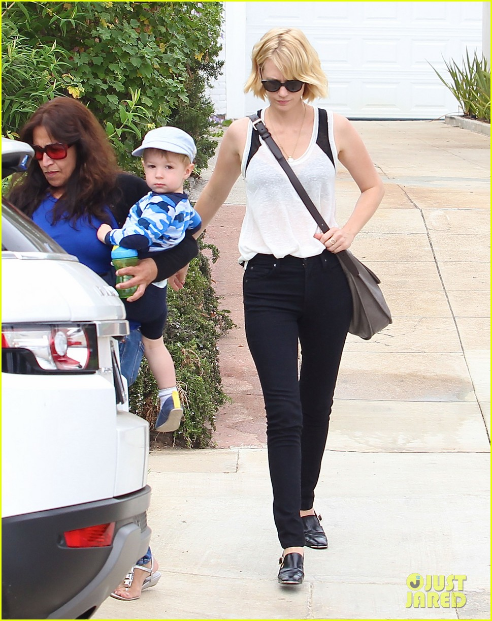january jones hangs with xander after untrue liam hemsworth rumors 11