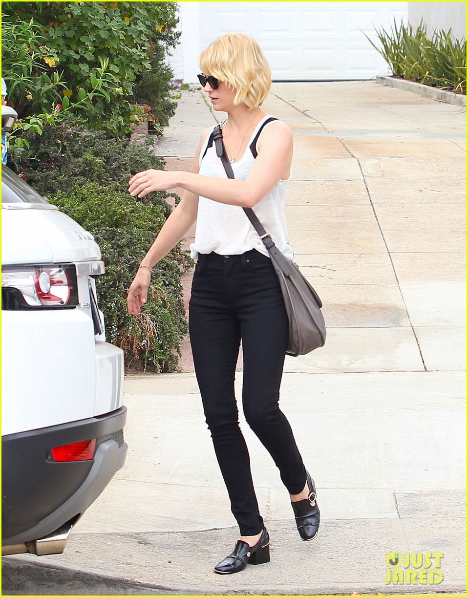 january jones hangs with xander after untrue liam hemsworth rumors 122954586
