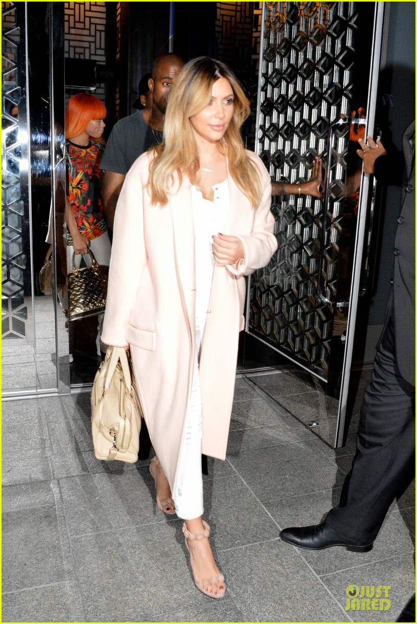 kim kardashian sports blond hair for dinner with kanye west 012956489