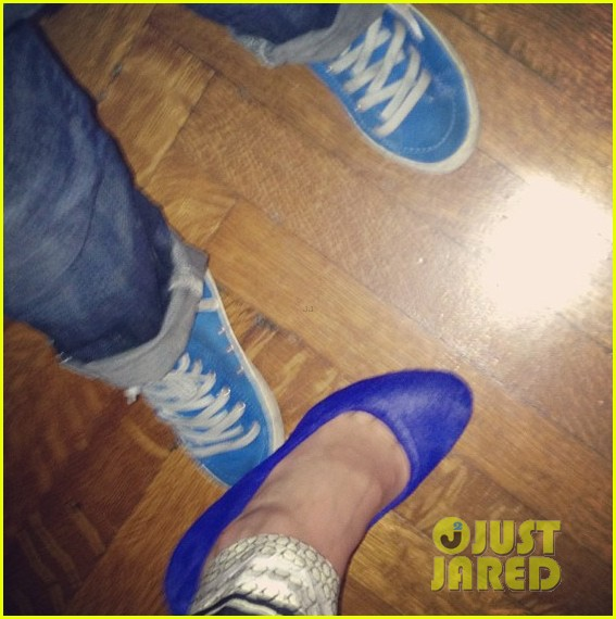 miranda kerr flynn wear matching blue shoes 04