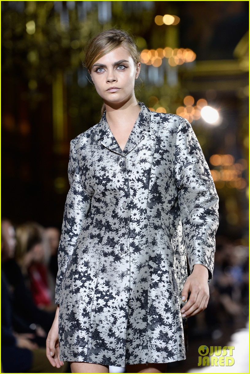 miranda kerr cara delevingne stella mccartney fashion show 08
