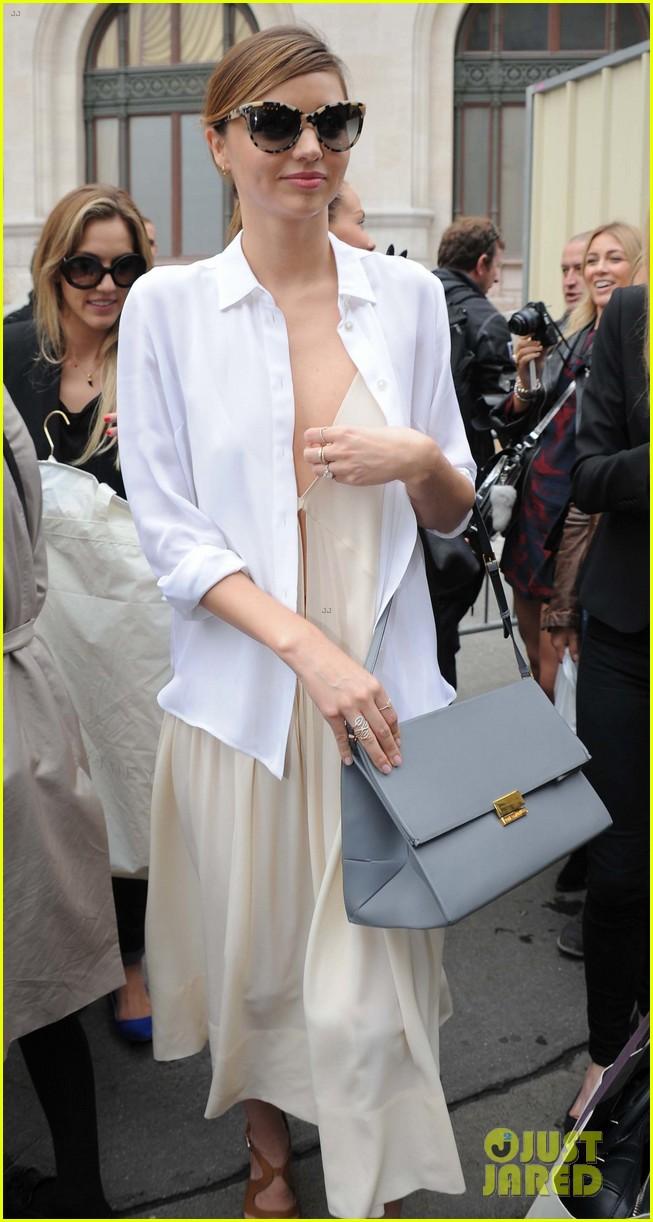 miranda kerr cara delevingne stella mccartney fashion show 202963029