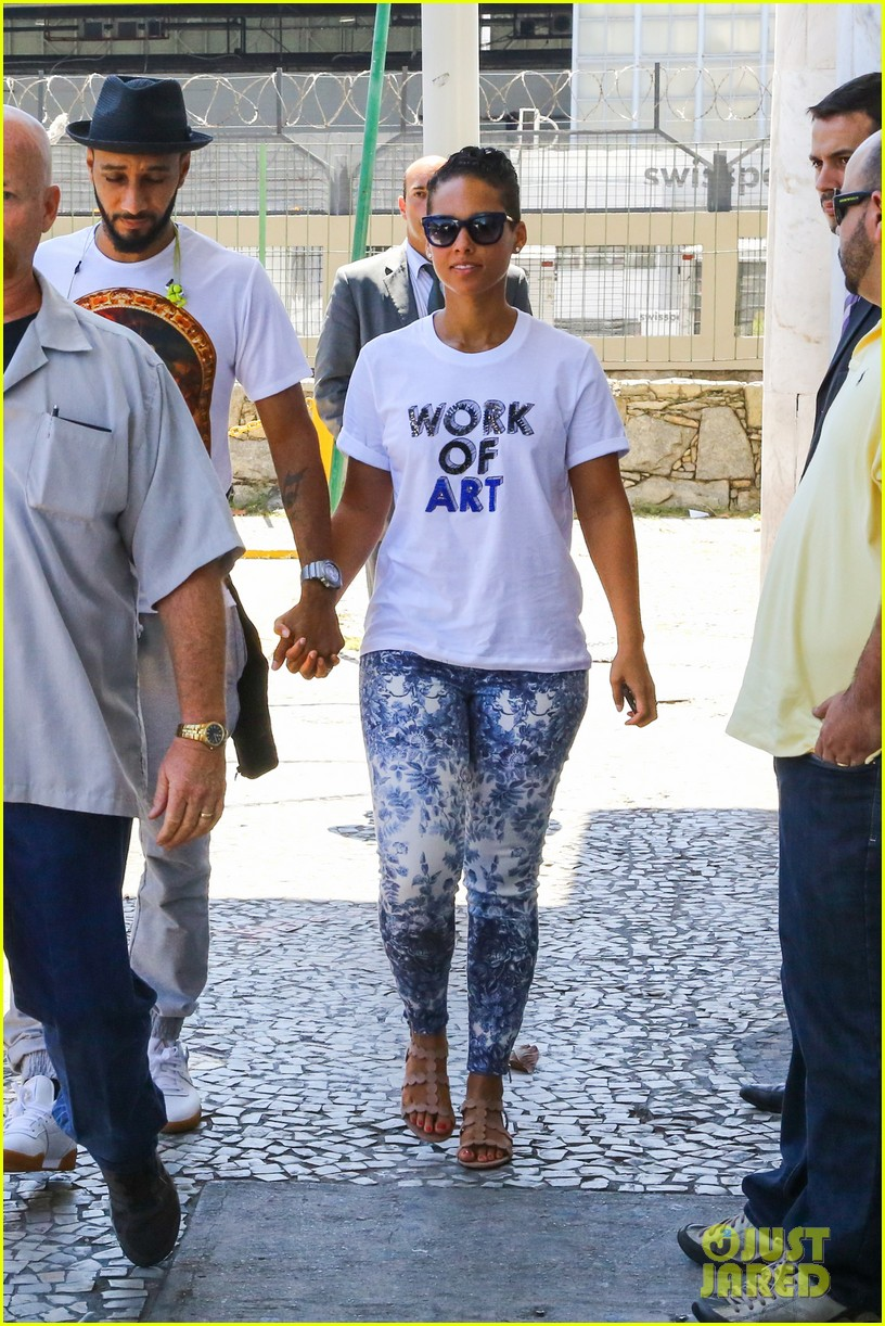 alicia keys flaunts bikini body in brazil 23