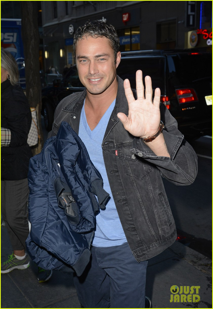 taylor kinney dating lady gaga is normal 03