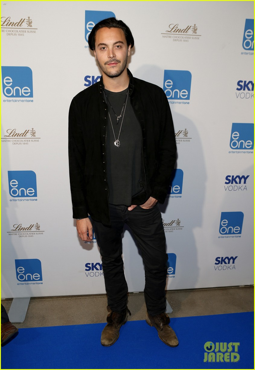 taylor kitsch keanu reeves variety entertainment one party 14