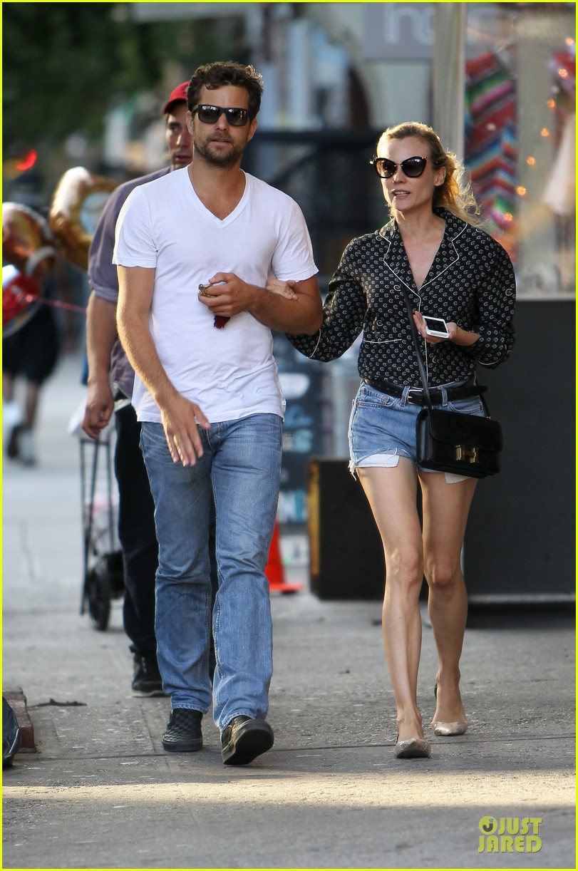 diane kruger joshua jackson hook arms for nyc stroll 10