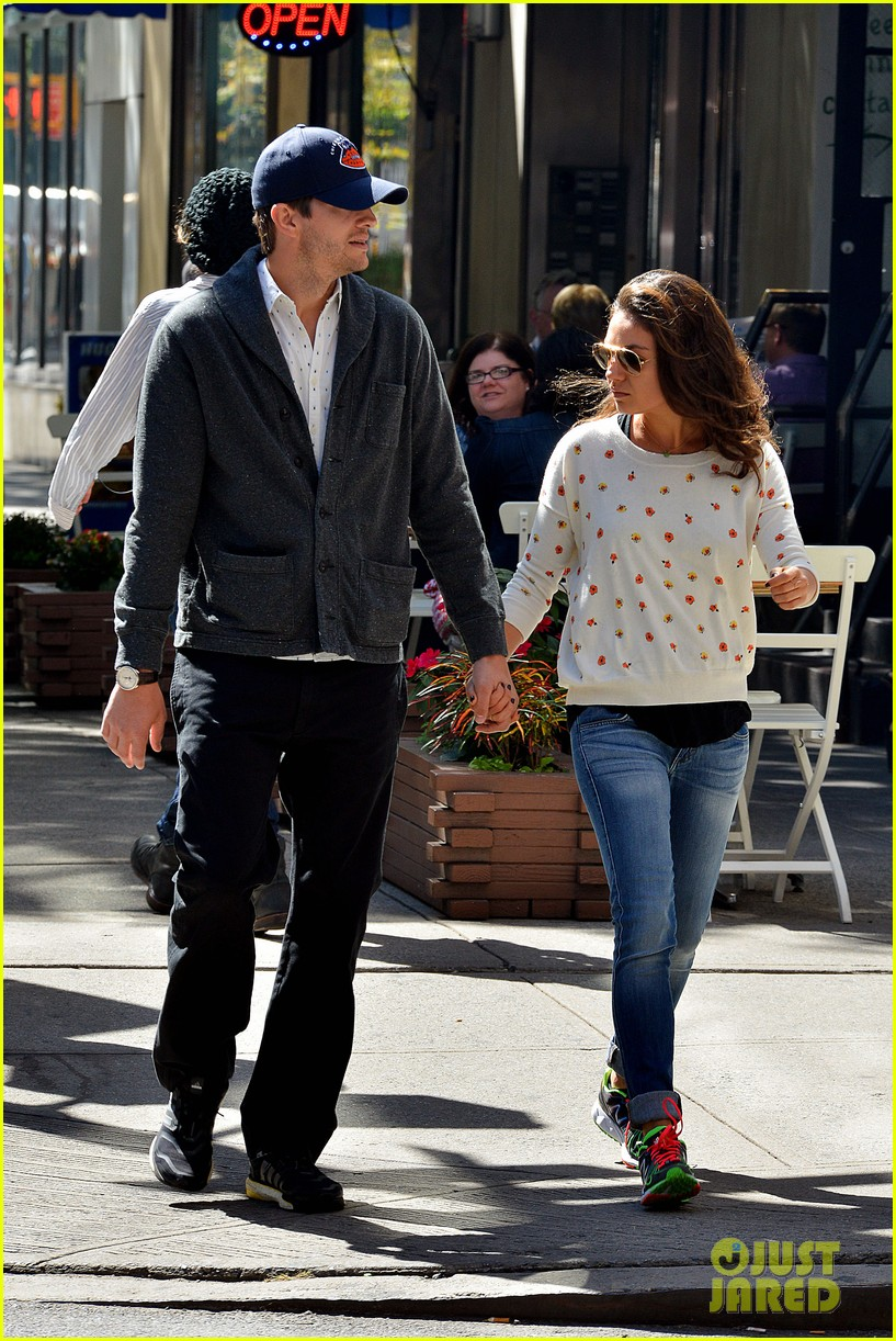ashton kutcher mila kunis hold hands in the big apple 06