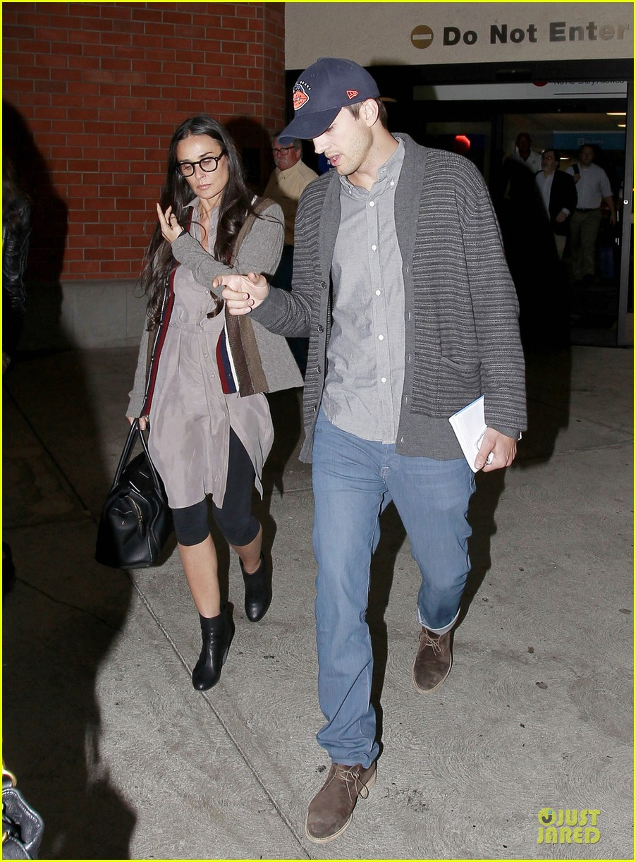 ashton kutcher demi moore reunite for tech conference 01
